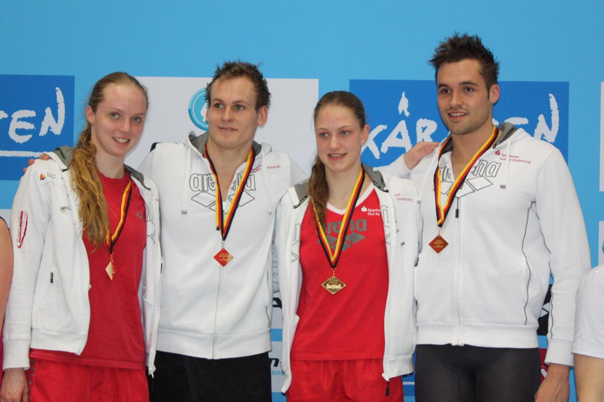 4x100m Freistil Mixed-Staffel: Julia Leidgebel, Matthias Lindenbauer, Alina Weber, Max Mral (Foto: Heike Hundshagen)