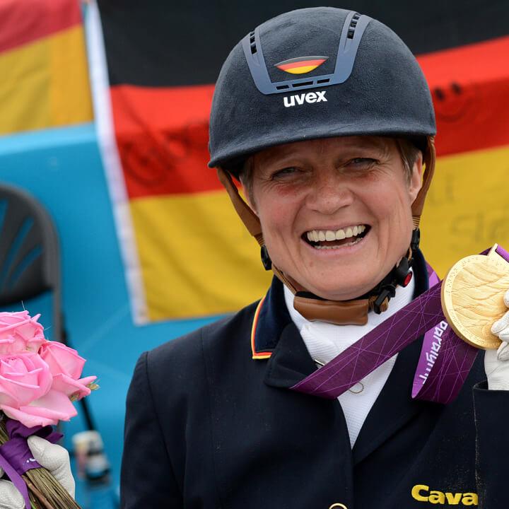 Dressurreiterin Hannelore Brenner gewann bei den Paralympics von London 2012 zwei Goldmedaillen – in der Kür und in der Championatsaufgabe (Bild: picture alliance)