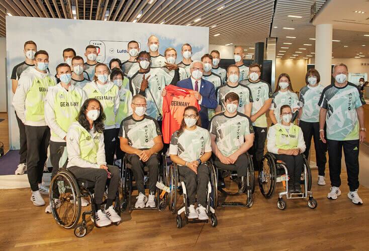 Bild zur News Athleten und Athletinnen zu den Paralympischen Spiele verabschiedet